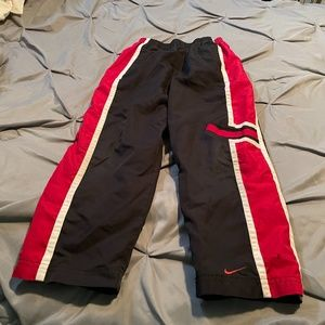 NIKE BOY'S BLACK & RED LINED WIND PANTS. SIZE 7